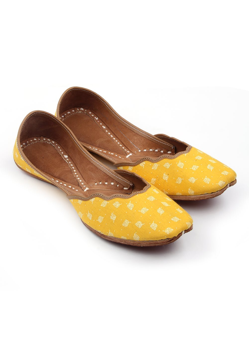 Leaf Printed Yellow Curved Jutti