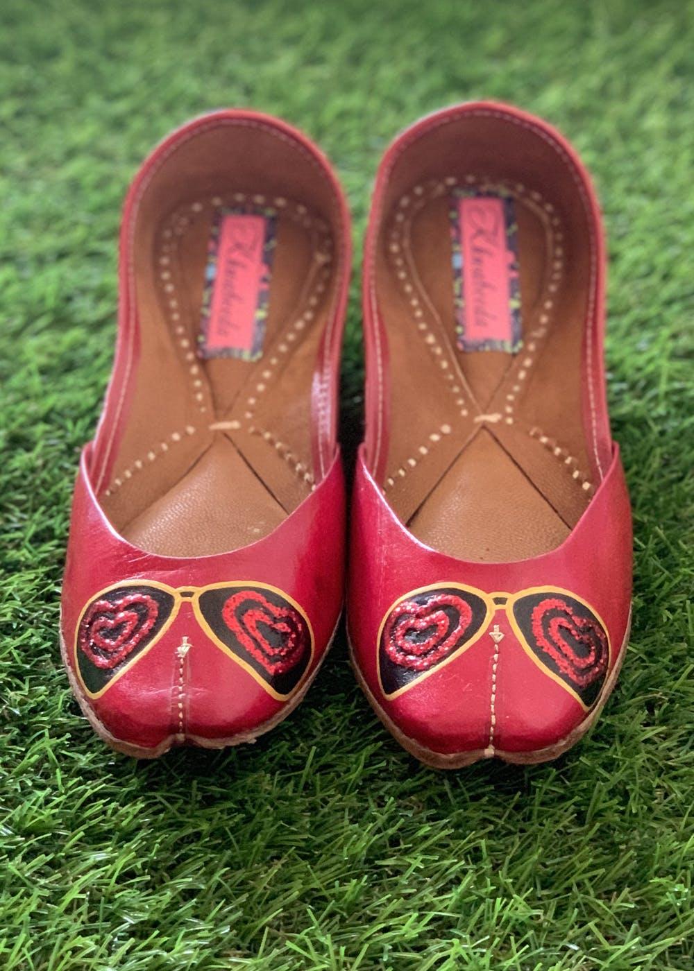 Embellished Heart Detail Red Juttis