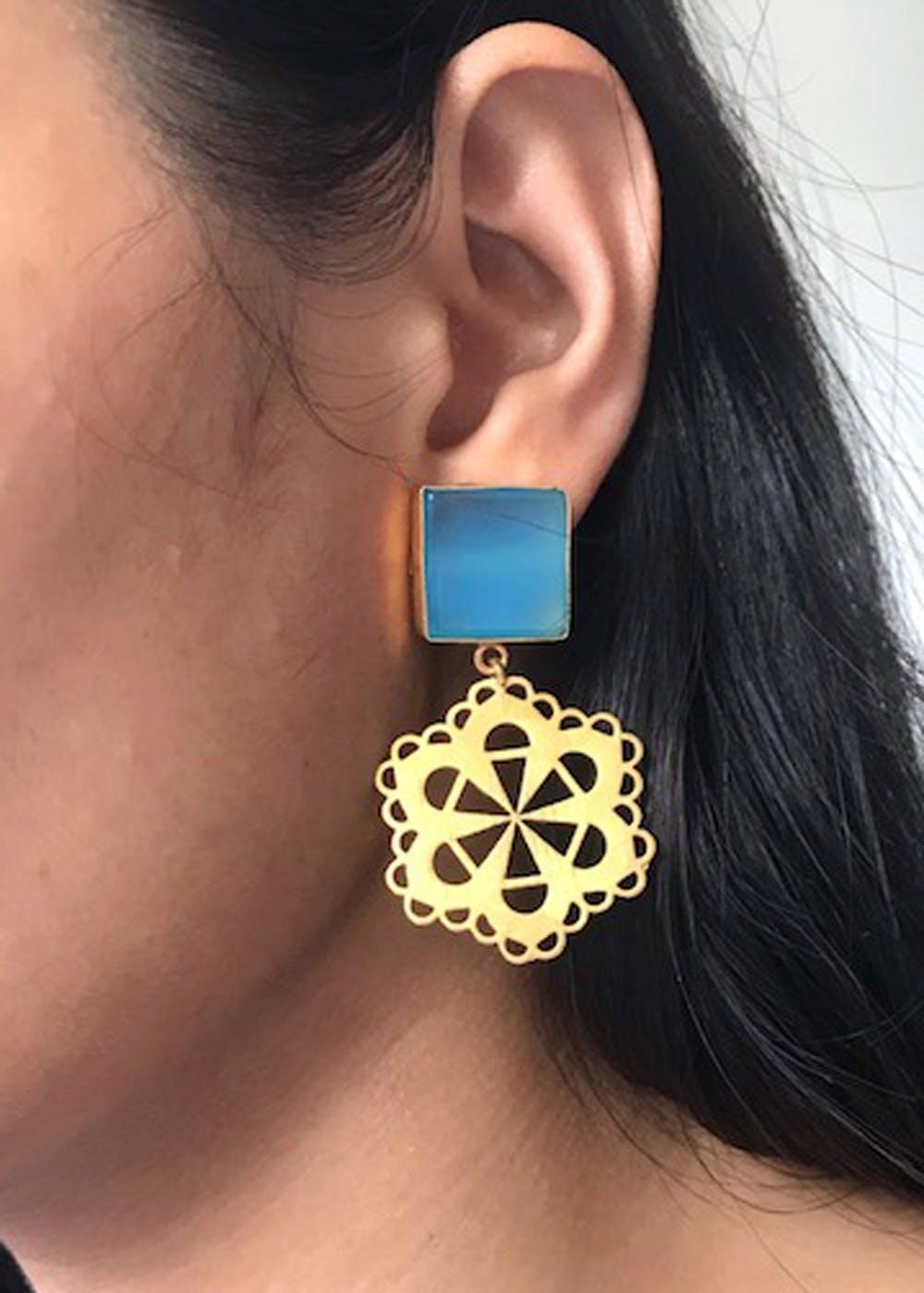 Square Sone Detail & Geometric Floral Gold Earrings - Blue