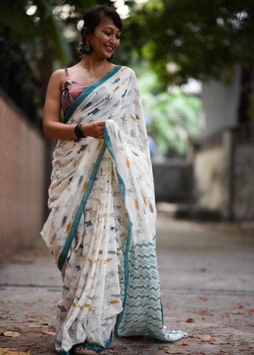 Fish Printed Cotton Saree With Tassels and Chevron Print Border - Turquoise